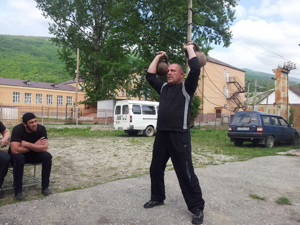 Асхаб Шовхалов и в 52 года в отличной спортивной форме.